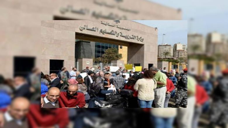 اعتصام لحراك المتعاقدين أمام وزارة التربية: لن نقبل إلا بحقوقنا كاملة