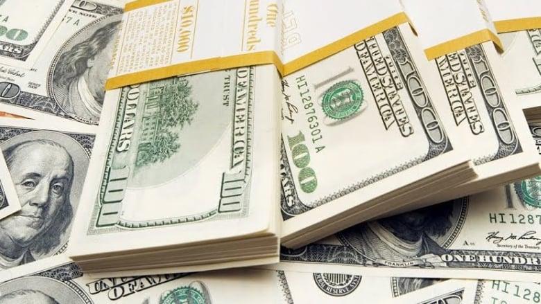 الدولار تخطّى عتبة 3000 ليرة... ولهذه الأسباب سيواصل ارتفاعه بلا سقوف