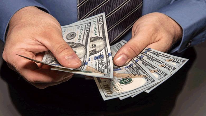 """أكثر من سعر صرف للدولار اليوم... ونقابة الصرّافين تعلّق على تعميم """"المركزي"""""""