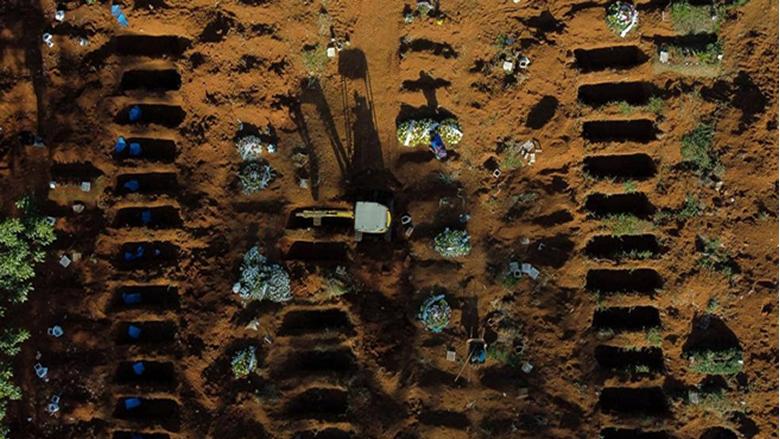"""صفوف من """"المقابر المفتوحة"""".. البرازيل ثاني أكبر بؤرة كورونا"""