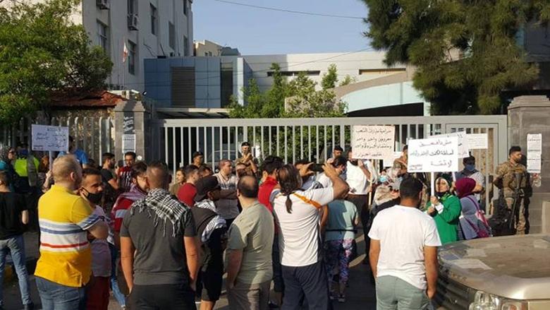 محتجون اقفلوا سنترال الميناء ومكاتب كهرباء قاديشا
