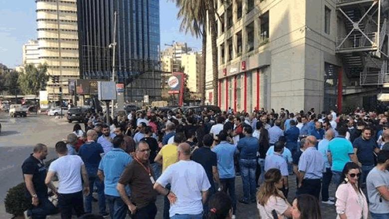"""موظفو الخلوي إلى الشارع: من يهدم القطاع """"لبيعه بالرخص""""؟"""