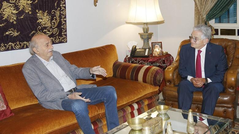 جنبلاط عرض مع وفد جمعية المصارف الأوضاع الاقتصادية والمالية