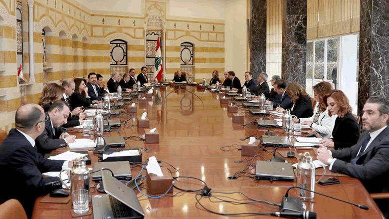 """لون الحكومة """"الواحد"""" يعمّق أزمة لبنان الدبلوماسية"""