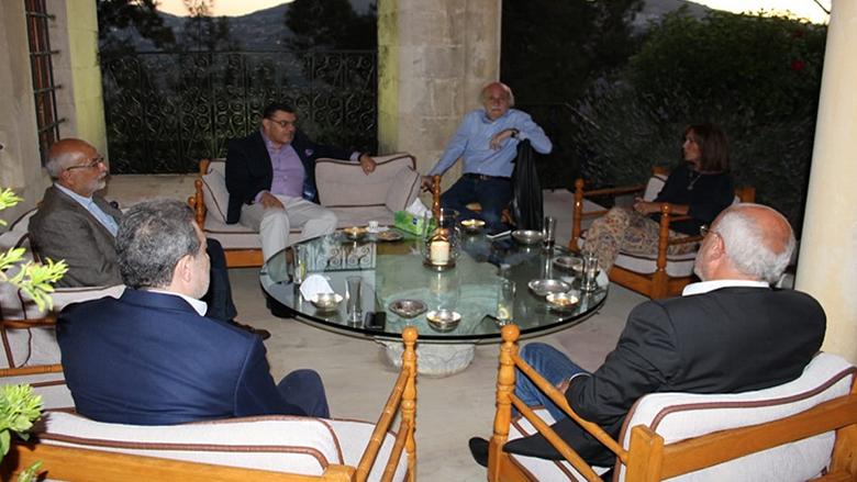 جنبلاط التقى سفير مصر في المختارة
