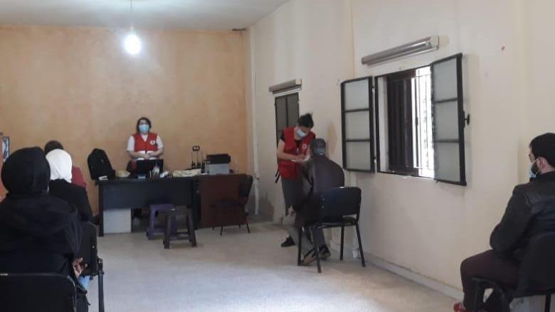فريق من مفوضية اللاجئين أخذ عينات pcr لمئة نازح سوري في خربة داوود عكار