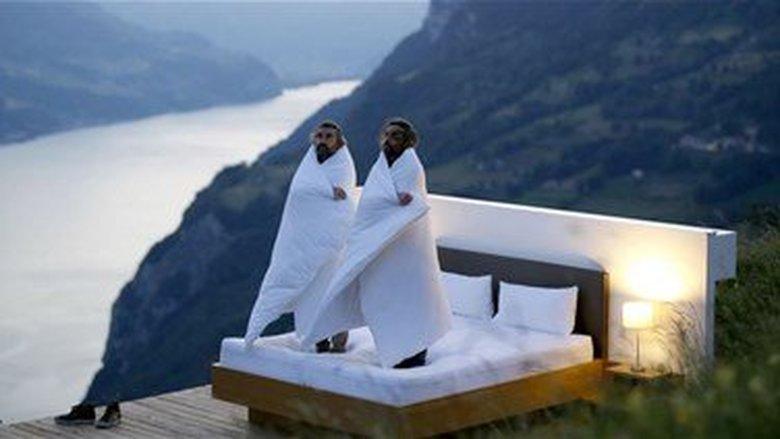 غرفة بلا سقف في قلب الطبيعة ... فندق في سويسرا يقدّم تجربة مميزة للنزلاء