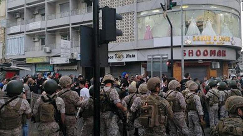 لبنان ينجو من فتنة مذهبية... والمعارضة تعتبر عون «مسؤولاً» عن عدم لجم الاحتقان