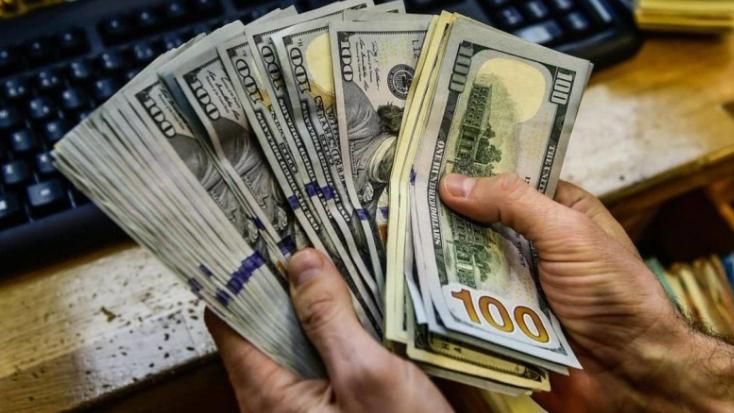 بورصة الدولار غير مستقرة والتجار مستمرون بالاحتكار... وهذا هو المطلوب من الحكومة