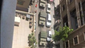 بالصور: إنتشار عسكري امام مستشفى الجامعة الأميركية في بيروت