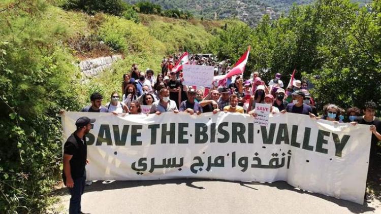 إعتصام مفتوح في بسري: المحتجّون بمواجهة التيار وباسيل