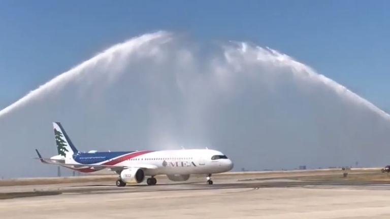 """بالفيديو: مطار شارل ديغول يحتفل بطائرة """"الميدل ايست"""""""