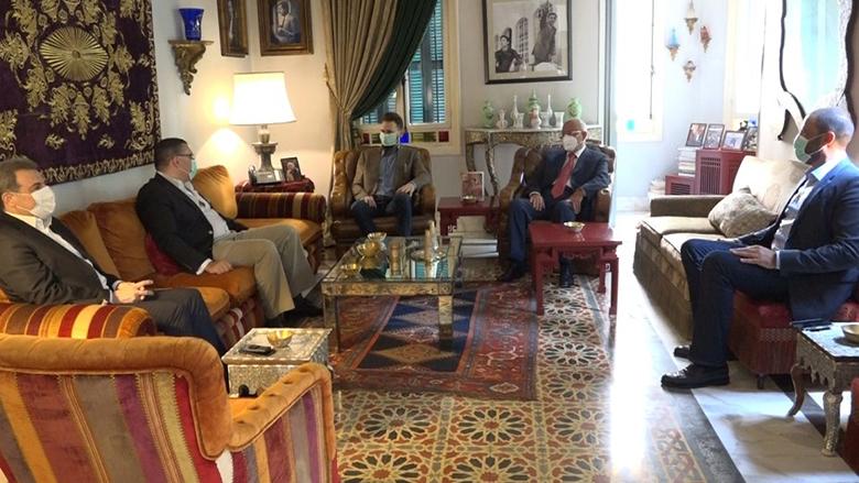 النائب جنبلاط عرض والسفير المصري المستجدات في لبنان والمنطقة