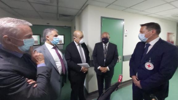 لودريان زار مستشفى رفيق الحريري: نقف دائما الى جانب شعب لبنان