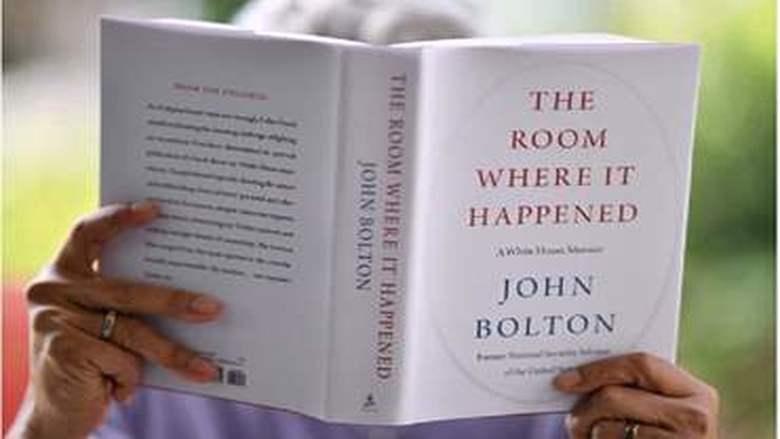 """خلال أسبوع.. بيع 780 ألف نسخة من مذكرات """"جون بولتون"""" التي أغضبت """"ترامب"""""""