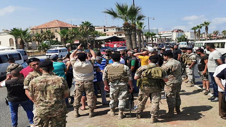 تحركات لسائقي الفانات العمومية في صيدا احتجاجا على تردي الاوضاع