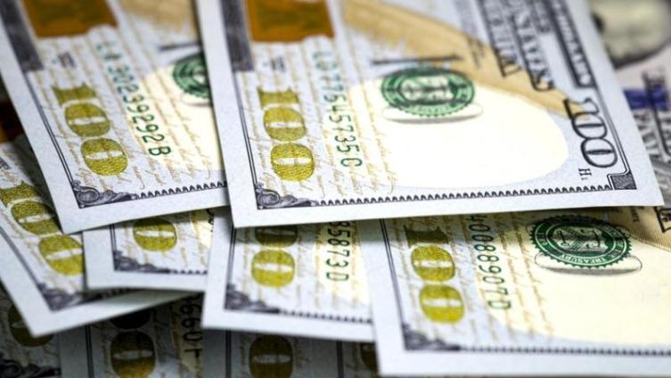 تفاصيل الآلية الجديدة لضخ الدولار عبر المصارف... والعين على الأسعار