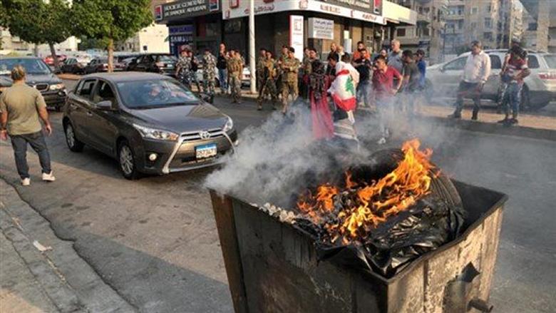 محتجون أمام كهرباء صيدا قطعوا الطريق لبعض الوقت
