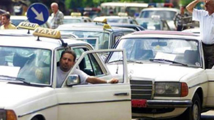 إعتصام لسائقي السيارات العمومية.. وهذه المطالب
