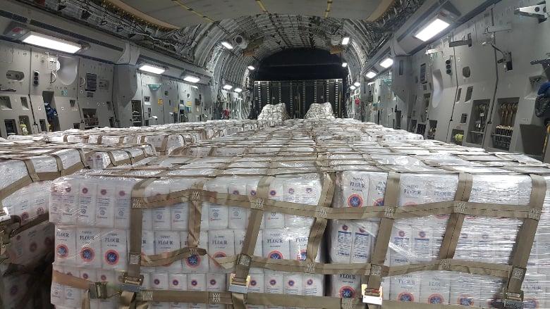وصول طائرتين كويتيتين محملتين بالمواد الغذائية والطبية