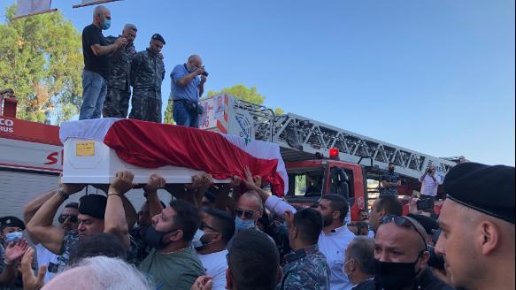 فوج إطفاء بيروت يودع الإطفائي الشهيد رالف ملاحي مكرما