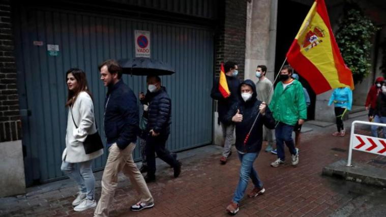 شبح كورونا يعود إلى أسبانيا.. إجراءات جديدة حيّز التنفيذ