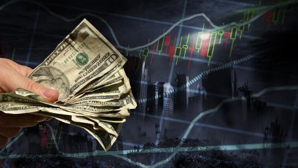 قيمة الدولار تنخفض.. كيف يتأثر الإقتصاد العالمي؟
