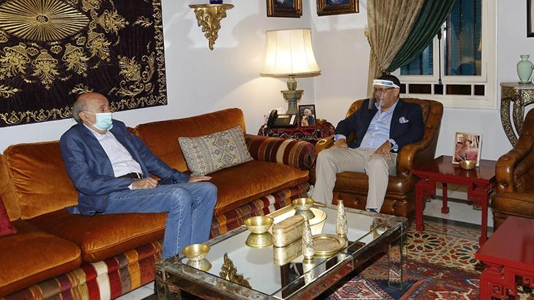 جنبلاط عرض مع السفير المصري التطورات السياسية