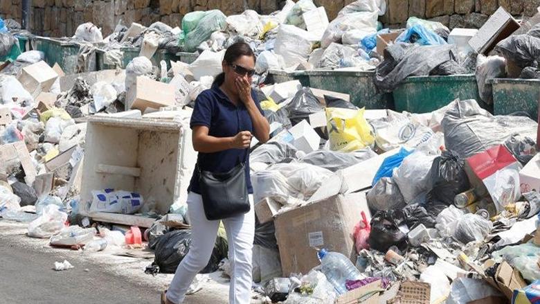 """حكومة الإخفاق غائبة من بيروت إلى لاهاي.. و""""إنجاز"""" جديد تضيفه للـ97%: """"الزبالة"""""""