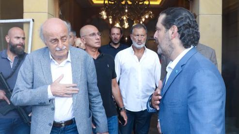 بالفيديو: جنبلاط زار الحريري بعد إنفجار بيروت