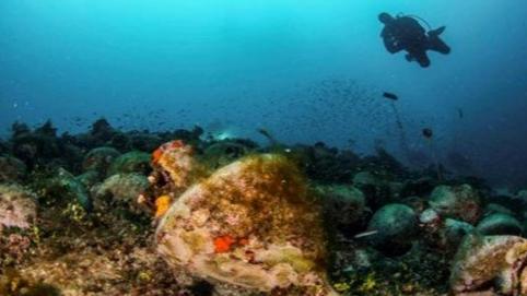 اليونان تفتتح أوّل متحف تحت الماء في العالم
