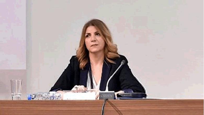 بالفيديو: المتظاهرون يرشقون وزيرة العدل بالمياه