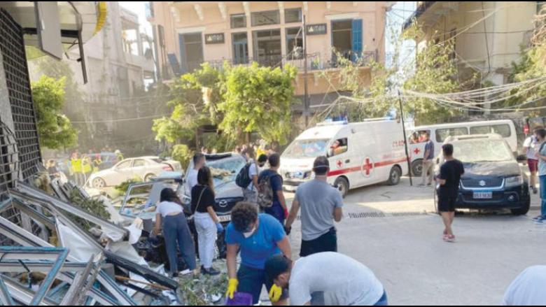 بيروت تضمد جراحها... ومتطوعون يجمعون ركامها