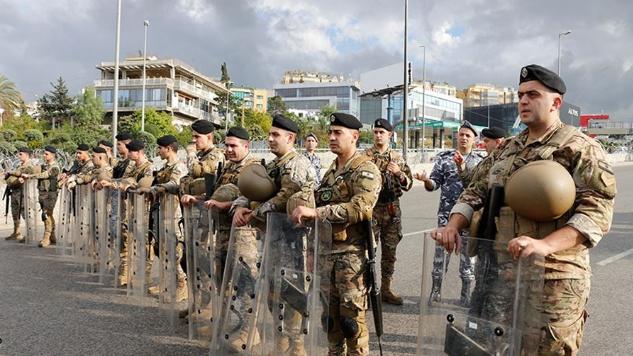 مظاهرتان في بعبدا.. توتر والجيش يتدخّل