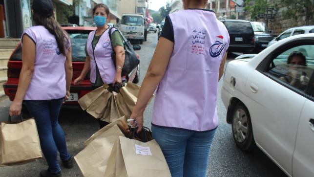 """""""النسائي التقدمي"""" وNRDC وزّعا مستلزمات الرعاية الشخصية للنساء في الشوف"""
