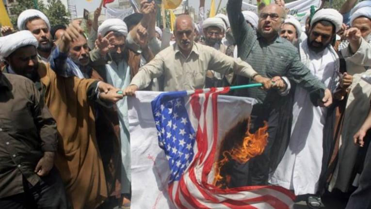 """""""التريّث"""" لن يحمي لبنان من الصدام الأميركي الإيراني الوشيك"""