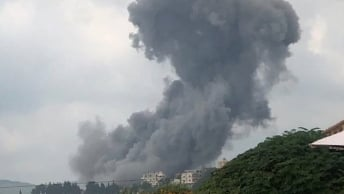 بالفيديو: انفجار في مستودع أسلحة لحزب الله في عين قانا