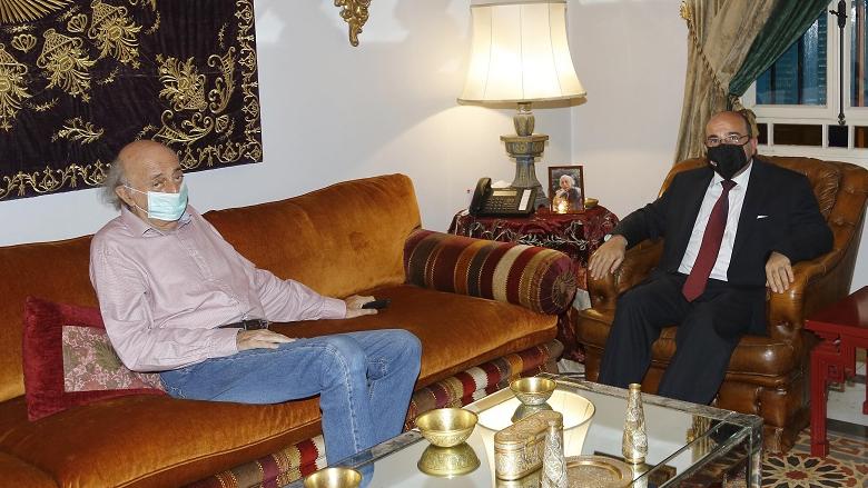 جنبلاط عرض مع السفير الأردني التطورات السياسية