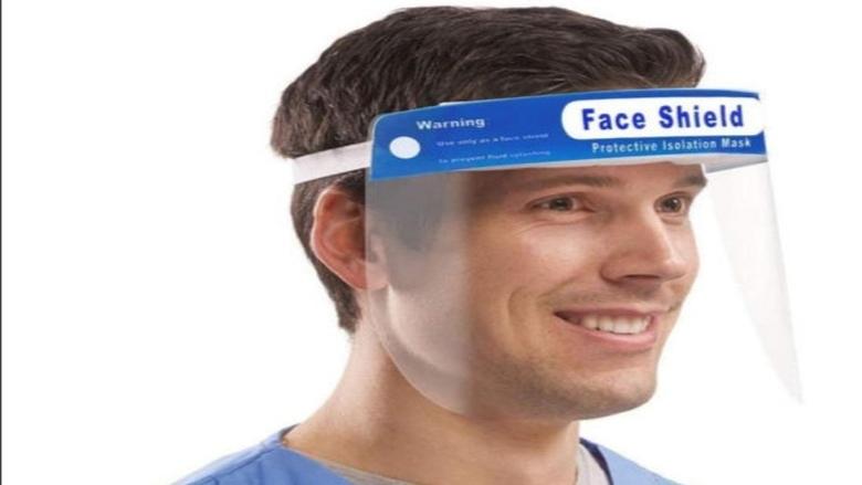 درع الوجه البلاستيكي لا يمنع انتشار فيروس كورونا
