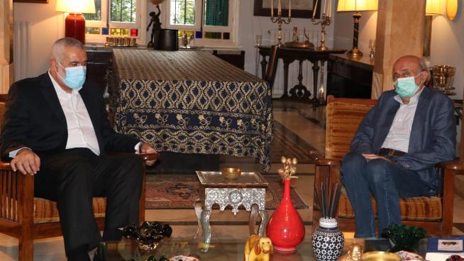 جنبلاط يستقبل وفدا من حركة حماس برئاسة هنية