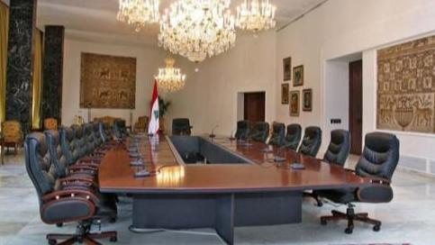 """أديب مُصرّ على """"حكومة إنقاذ غير فضفاضة"""" وحكومة 24 وزيراً مرفوضة"""
