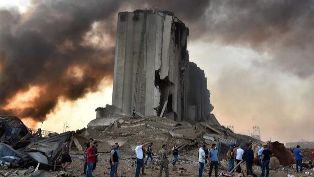 بعد فيديو الحريق في المرفأ.. الدفاع المدني يوضّح