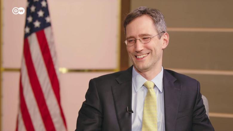 خلَف ديفيد شينكر في الإدارة الأميركية.. ما هو موقفه من لبنان؟