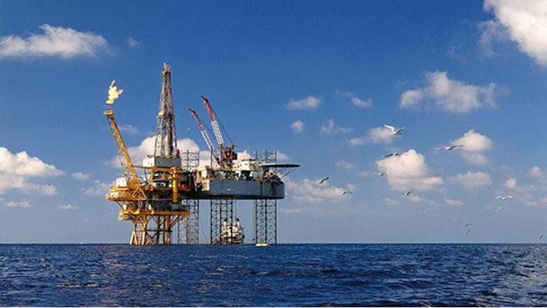 شركات النفط: لا تنقيب قبل الترسيم.. إسرائيلياً وسورياً