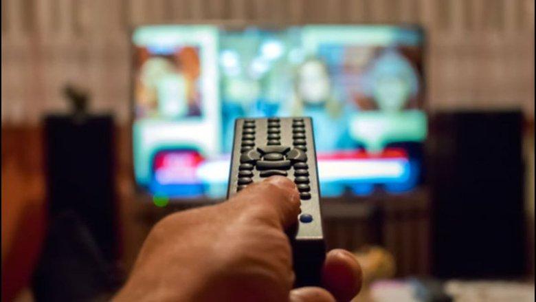 مقدمات نشرات الأخبار المسائية لليوم الجمعة