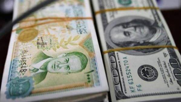 دخول الليرة السورية إلى لبنان.. هل يُساهم بارتفاع الدولار؟