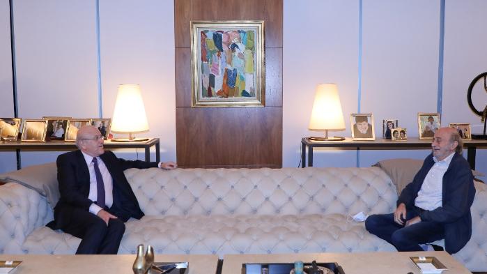 جنبلاط: لا نستطيع المطالبة بعزل شريحة من اللبنانيين.. ولنعد الى الاستراتيجية الدفاعية
