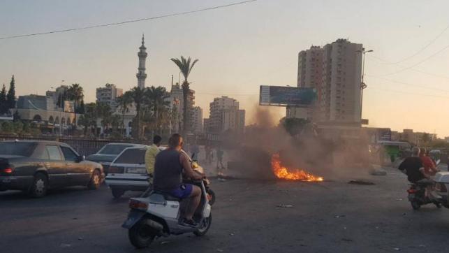 البنزين يُلهب الشارع.. وحكومة الإنقاذ غارقة باجتماعاتها
