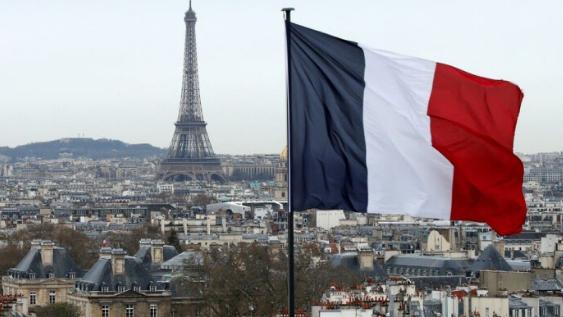 رسائل من باريس إلى مرجعيات سياسية لبنانية...