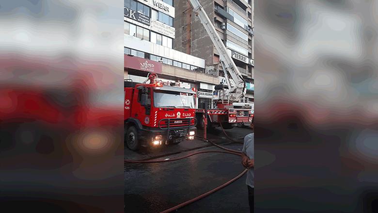 إهماد حريق داخل منور مجمع تجاري في الزلقا